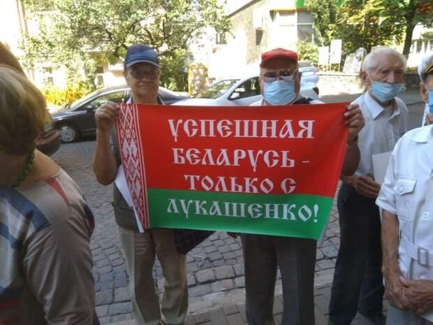 В Киеве прошла акция в поддержку Лукашенко (ФОТО)