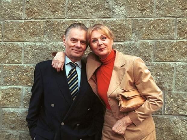 Со своим супругом Наталья Селезнева прожила почти 50 лет. Актриса приоткрыла секрет столь длительных отношений…