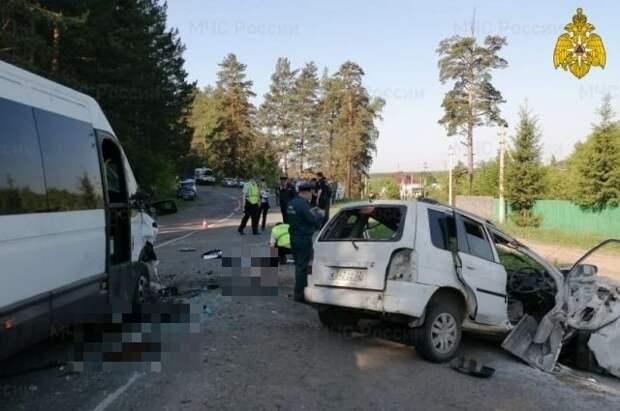 Три человека погибли и 11 пострадали в ДТП с автобусом на Алтае