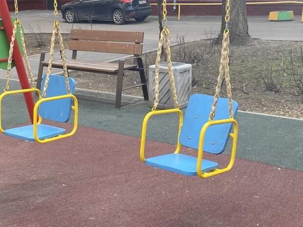 На Клары Цеткин отремонтировали игровые элементы на детской площадке