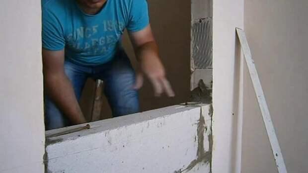 Какой материал можно использовать для самостоятельной закладки дверного проема