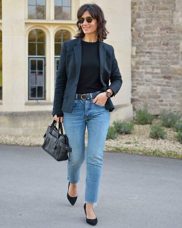Взрослая женщина в модных джинсах. /Фото: ladyline.me