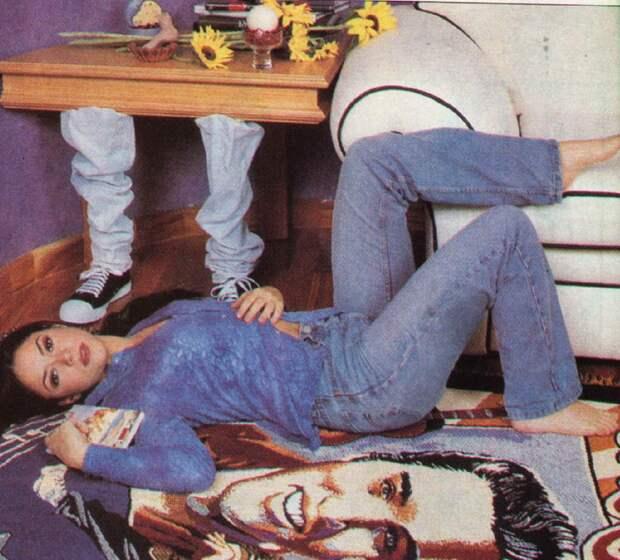 Юная Шакира в 1990-е годы.