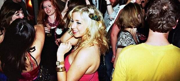 Моей девушке на вечеринке подруга откусила ухо