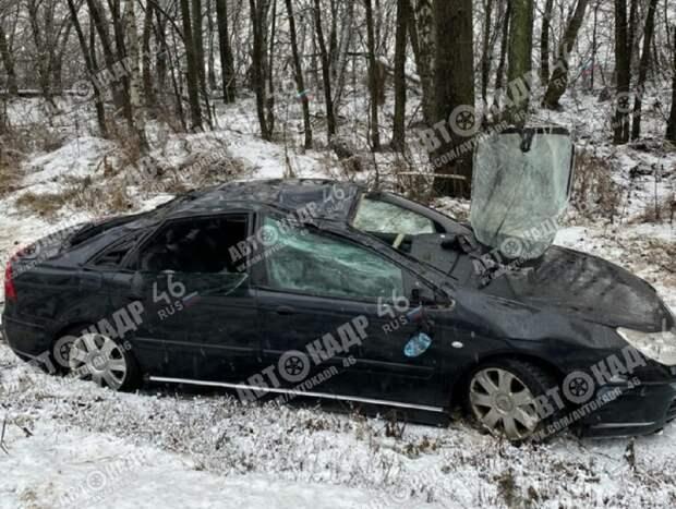 В Курской области машина трижды перевернулась и улетела в кювет
