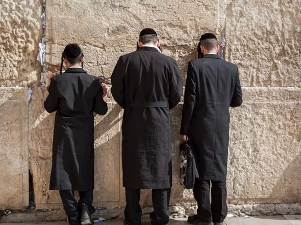 При обрушении трибуны в синагоге под Иерусалимом пострадали десятки человек