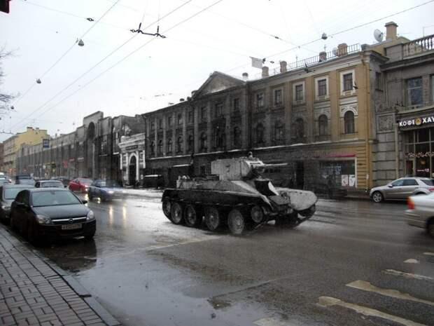 Ленинград 1943-2009 Литейный проспект. Легкий танк БТ-5 направляется к месту боевых действий блокада, ленинград, победа