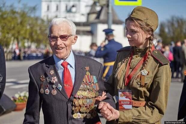 Торжественные мероприятия вДень Победы начались ввосточных регионах России
