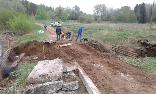 Разрушенный переезд в Воткинском районе засыплют песком и гравием