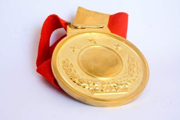 Студентка из ЮВАО выиграла три золотые медали по ушу