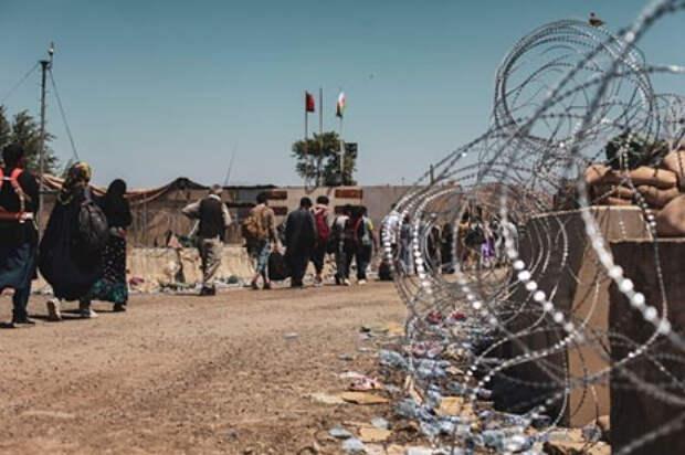 Американцев призвали срочно покинуть аэропорт Кабула