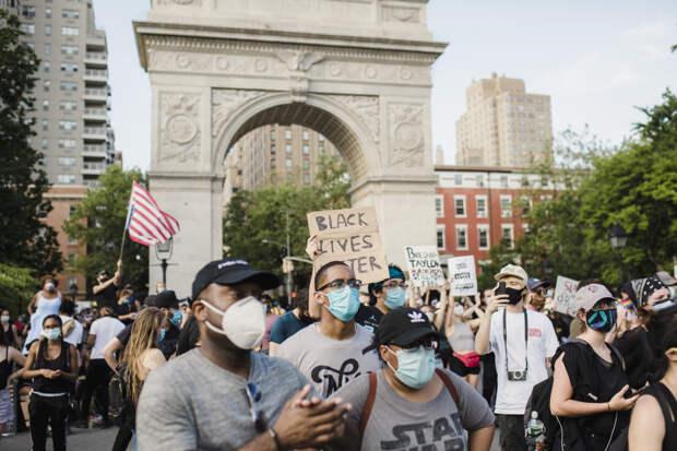 Америка пожинает плоды: люди бегут из городов США из-за «ненависти к белым»