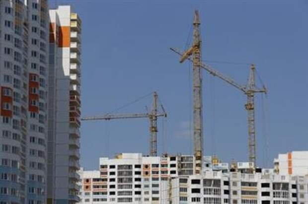 Construction cranes are seen on top of residential buildings under construction at Russian real estate developer PIK Group's construction site in Mytischi outside Moscow, Russia, June 3, 2015. REUTERS/Maxim Shemetov