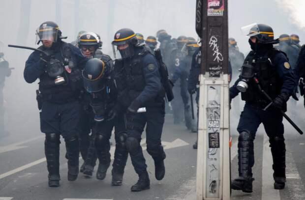 Франция восстаёт, сотни тысяч людей вышли на улицы