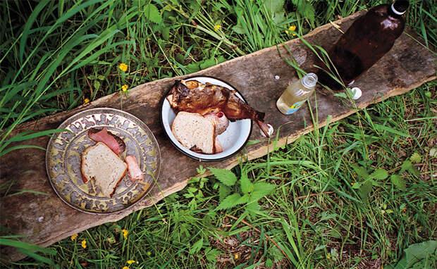 Серебряное блюдо во время обряда