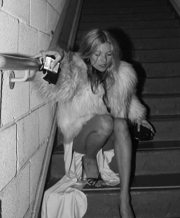 Напути кславе: неизвестные фото звезд, включая пьяную Кейт Мосс иинтимный кадр Анджелины Джоли