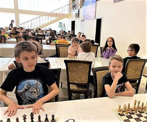 Юниорские команды «Наставник»-«Наше время» отличились на шахматном рапиде в Крымске