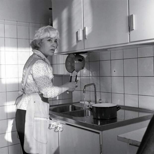 Какие были кухни у советских артистов: рассматриваю детали на старых фотографиях