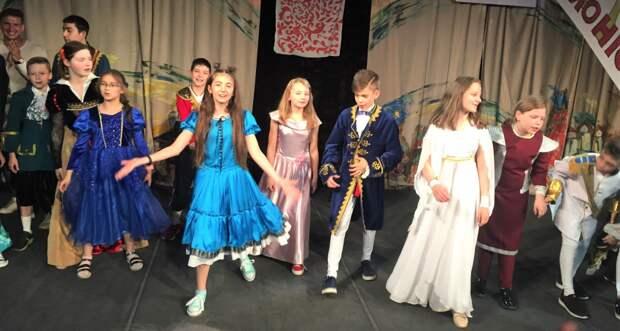 Воспитанники семейного центра на Карельском примут участие в театральной постановке «Золушка»