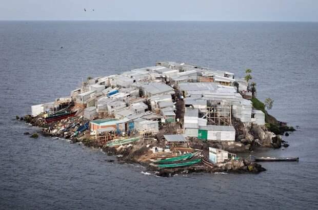 Как живут люди на самом густонаселённом острове в мире, размер которого - всего 20 соток