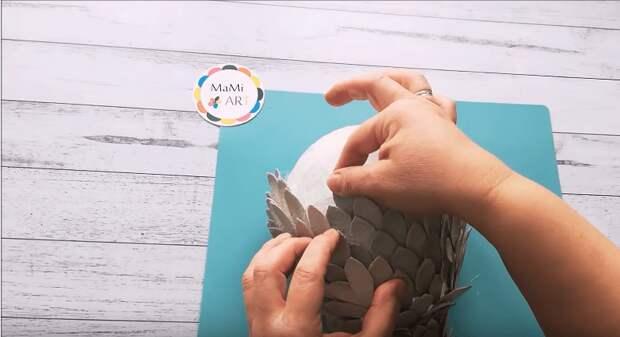 Из лотков для яиц можно сделать настоящую красоту, да еще и функциональную