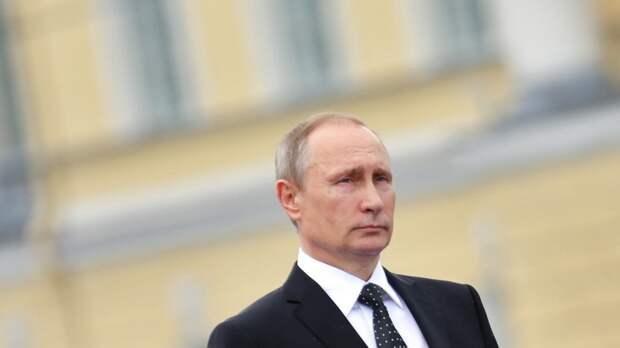 Путин и Рахмон вышли на Красную площадь перед началом парада Победы