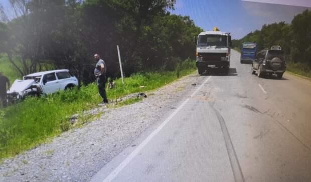 Трактор врезался в легковушку, пострадали два человека