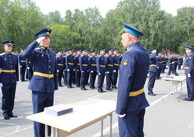 Более 600 специалистов выпустил военный учебный центр ЮУрГУ в Челябинске в этом году