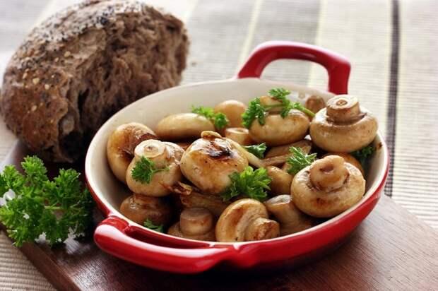 Грибы можно есть как самостоятельное блюдо или в составе других. / Фото: medistok.ru