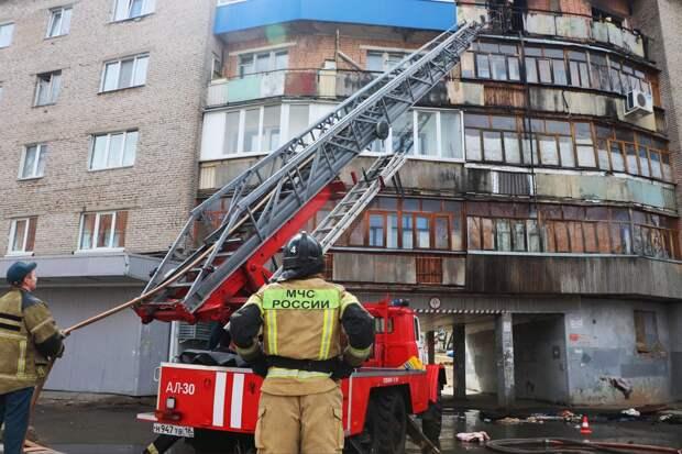 При пожаре в многоэтажке Ижевска погиб один человек