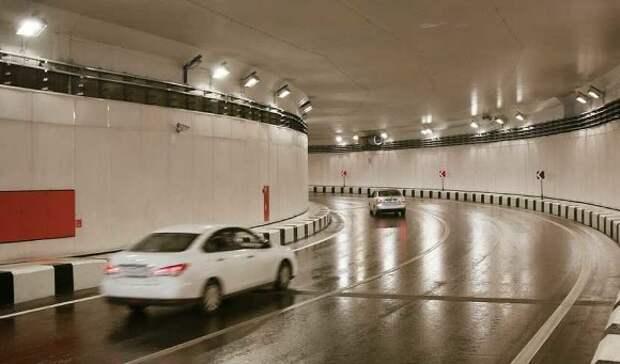 Грузовик загорелся в Ходынском тоннеле, движение ограничено