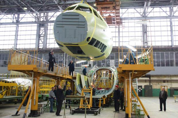 В Воронеже собрали фюзеляж первого транспортного самолета Ил-112В