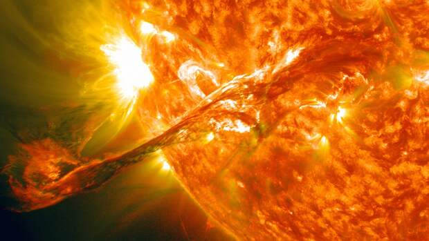 Российский ученый определил взаимосвязь между вспышками на Солнце и COVID-19