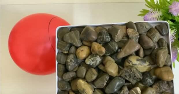Если у вас есть обычные камни, тогда ищите воздушный шарик. Красивый декор в эко стиле