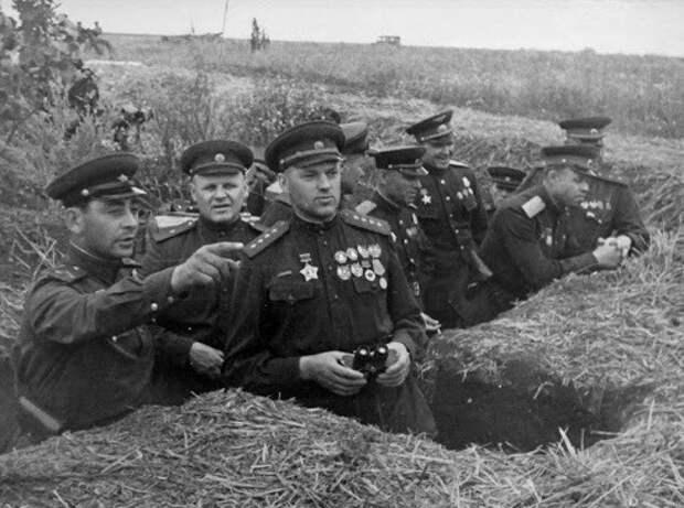 5 советских полководцев, которых больше всего любили красноармейцы