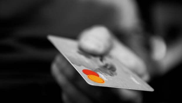 ЦБ планирует предоставить родителям право следить за банковскими картами детей