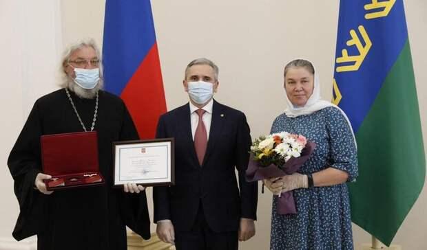 Вчесть Дня Семьи Александр Моор вручил награды 46 многодетным родителям