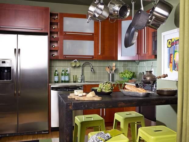 Практичный способ хранения кухонной утвари, который поможет сэкономить место в небольшом помещении.
