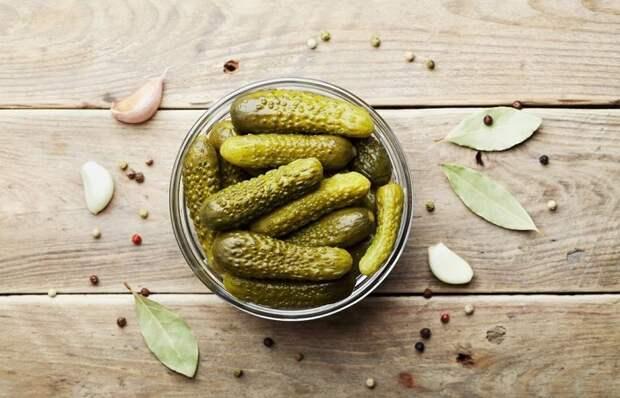 10 причин, почему не нужно выливать в раковину рассол, оставшийся после солений