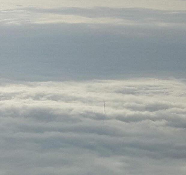 Загадка гигантской антенны, торчащей из облаков