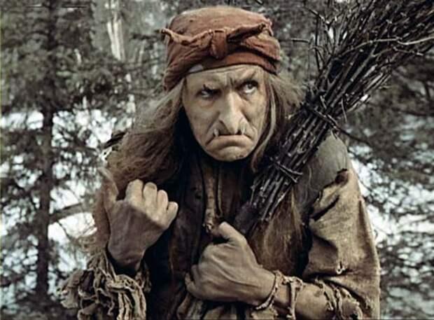 Георгий Милляр в роли Бабы-яги. Кадр из фильма «Морозко»