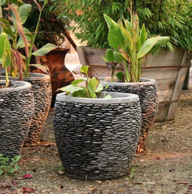 Как украсить сад подручными материалами: 10 идей, которые не теряют актуальности