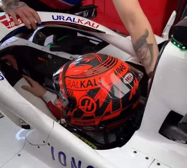 Мазепин добавил Георгиевскую ленту на шлем в честь Дня Победы