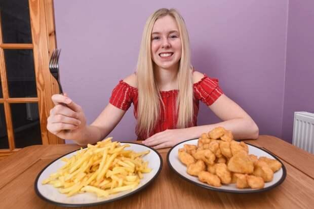 Юная британка 15 лет ела только куриные наггетсы икартошку фри из-за редкого пищевого расстройства