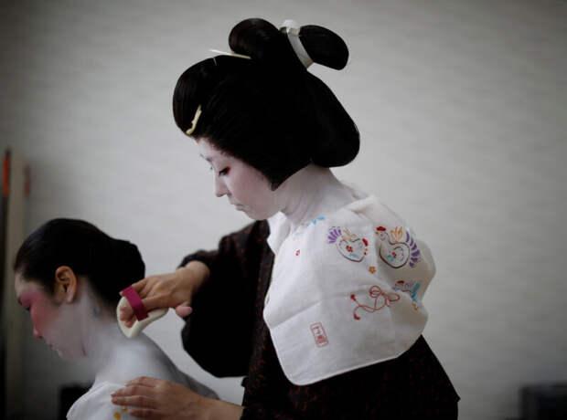 Как японские гейши борются завыживание вовремя пандемии коронавируса