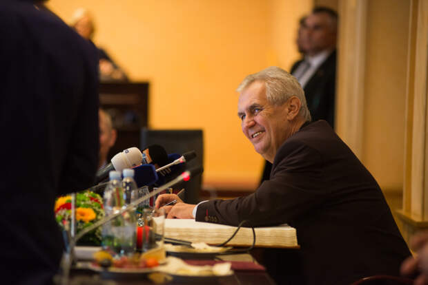 Последний из могикан: Чехия потеряет единственный адекватный голос с уходом Земана
