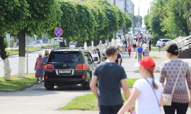 Владельцам автомобилей стоимостью более 3 миллионов рублей разрешат ездить по тротуарам