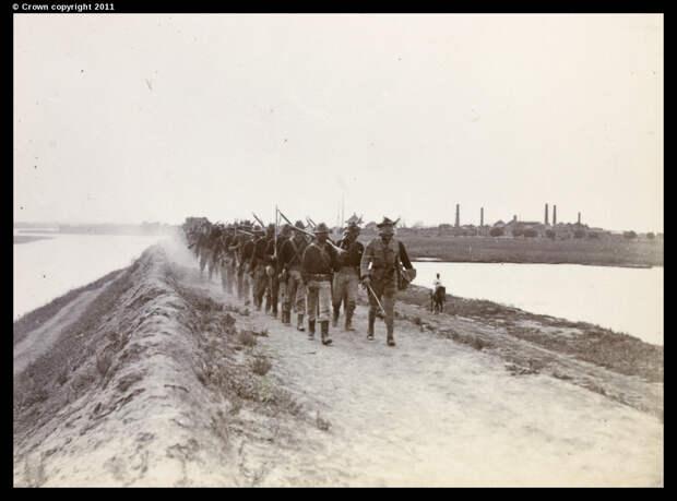 Американская пехота возвращается после захвата Тяньцзиня