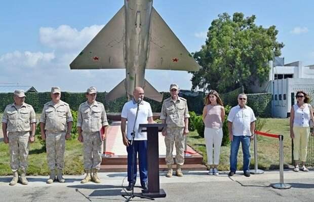 СМИ объяснили появление таинственного самолета на базе Хмеймим