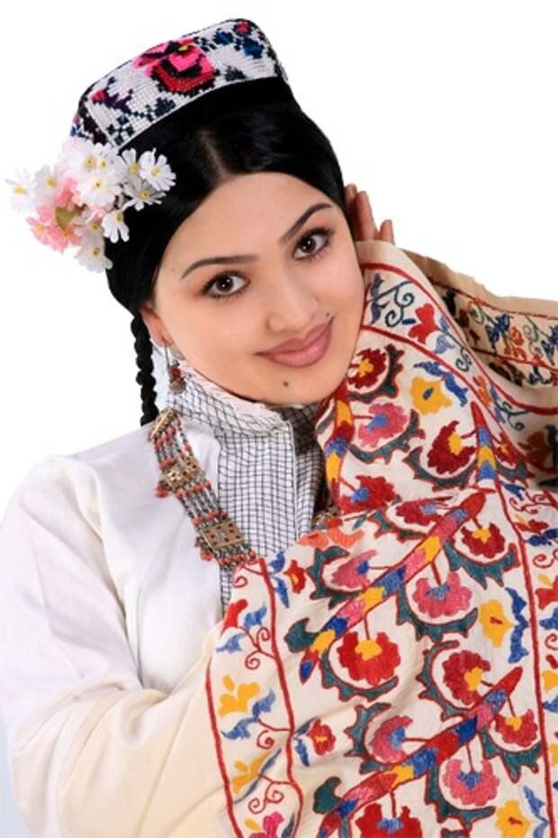 Паризода Шерматова - красивая узбекская девушка. фото
